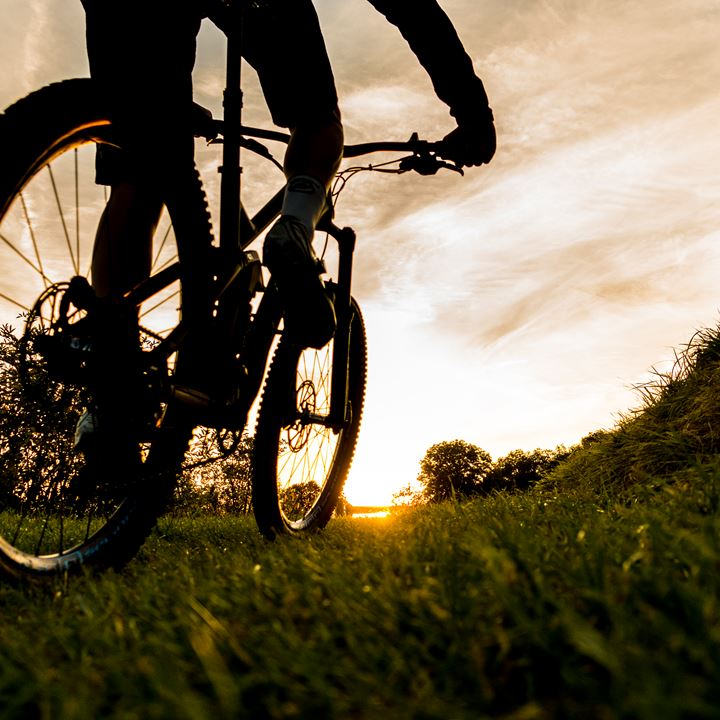 Mountainbike Close Up Bij Zonsondergang