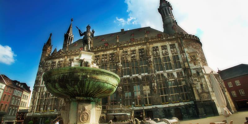 Stadhuis Aken - Foto 0