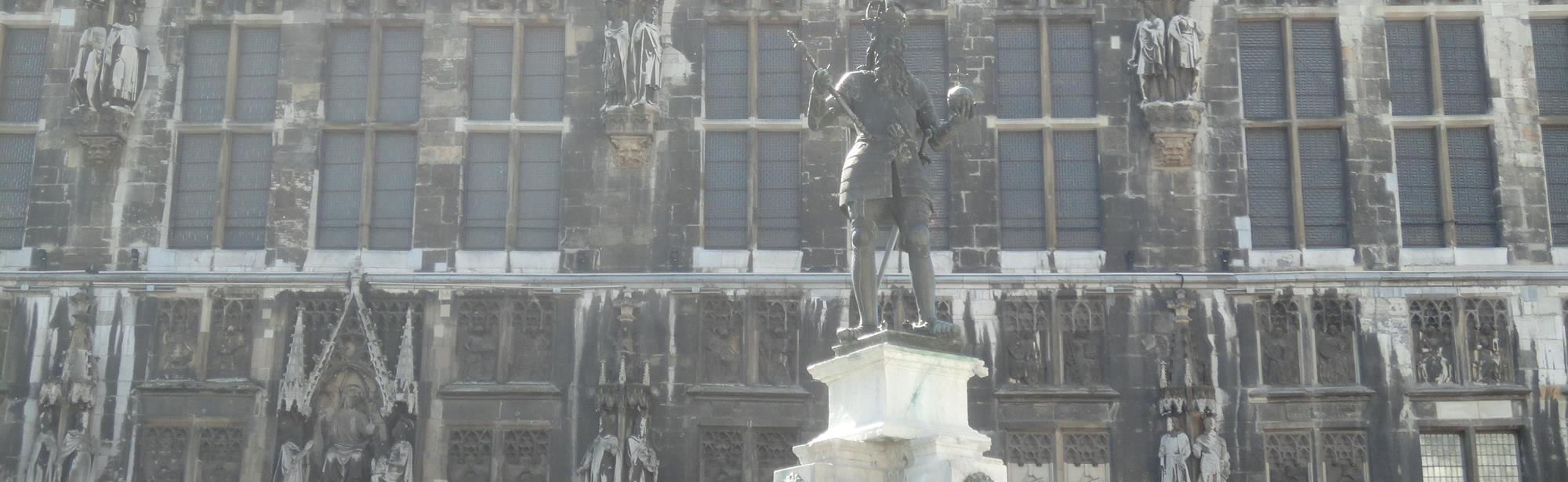 Standbeeld Karel de Grote